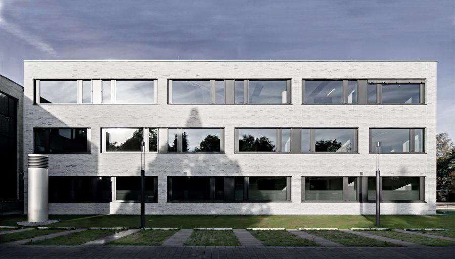 Verwaltungsgebäude Am Lindenhaus - Blick von Ost